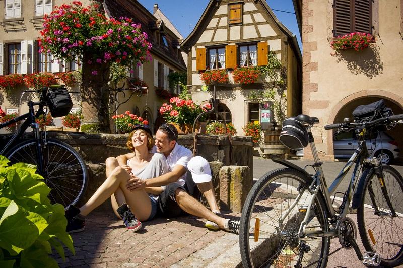 couple-village-alsace_credit_ADT67-Infra